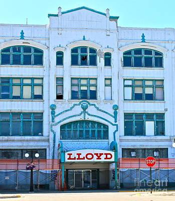 Photograph - Stop At Lloyds  by Pamela Walrath