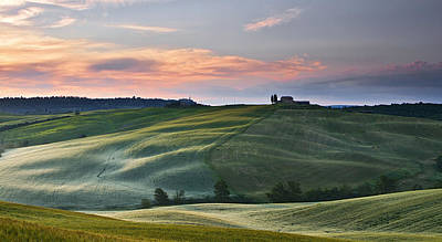 Y120831 Photograph - Sunrise In Tuscany by Sanjeev Agrawal