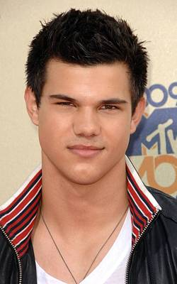 Gibson Amphitheatre At Universal Citywalk Photograph - Taylor Lautner At Arrivals For 2009 Mtv by Everett