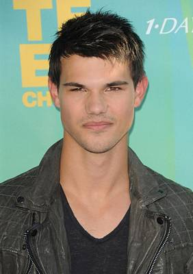 Taylor Lautner At Arrivals For 2011 Art Print by Everett