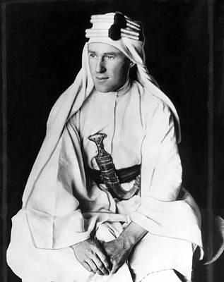 Arabian Attire Photograph - T.e. Lawrence Aka Lawrence Of Arabia by Everett