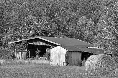 Photograph - Tennessee Barn by Teresa Blanton