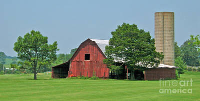 Tennessee Barn Art Print by Val Miller