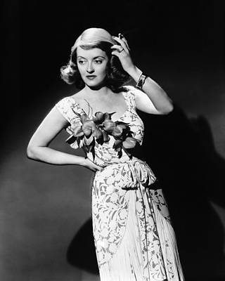 1941 Movies Photograph - The Bride Came C.o.d., Bette Davis, 1941 by Everett