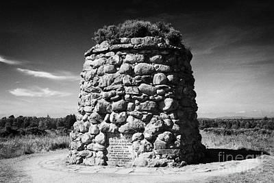 the memorial cairn on Culloden moor battlefield site highlands scotland Art Print by Joe Fox