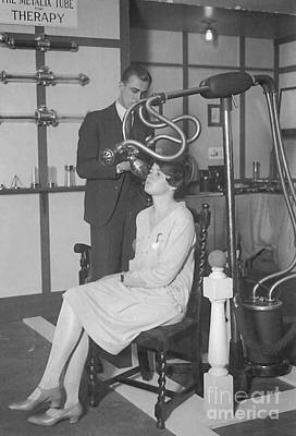 Photograph - The Metalix Tube For Therapy, 1928 by Science Source