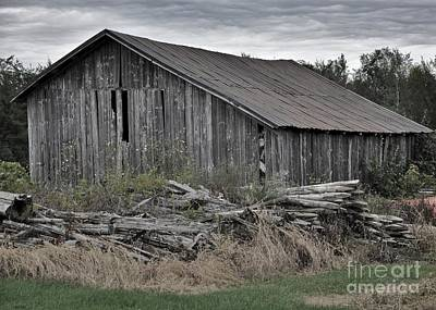 Photograph - The Old Barn by Reb Frost