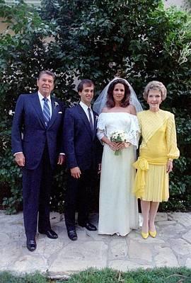 The Reagan Family At Patti Daviss Art Print by Everett