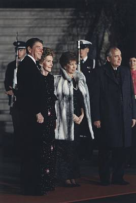The Reagans Greet The Gorbachevs Print by Everett