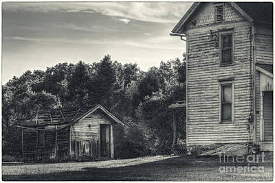 Glenn Shade Photograph - The Shed And Farmhouse by Aaron Campbell