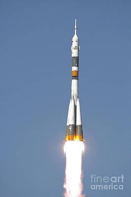 The Soyuz Tma-12 Spacecraft Lifts Art Print by Stocktrek Images