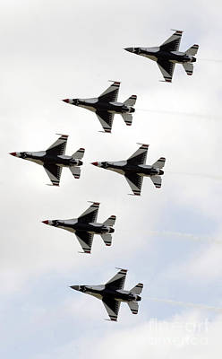 Photograph - The Thunderbirds Form A 6-ship Delta by Stocktrek Images