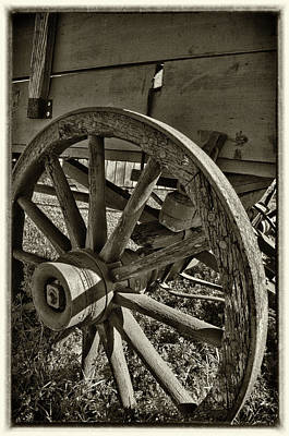 Photograph - The Wagon Wheel by James Woody