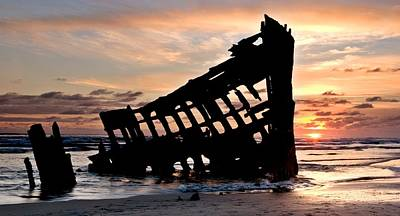 Peter Iredale Photograph - The Wreck Of The Peter Iredale by Peter Kunasz