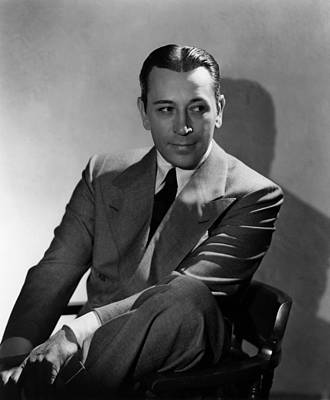 Lapel Photograph - They Drive By Night, George Raft, 1940 by Everett