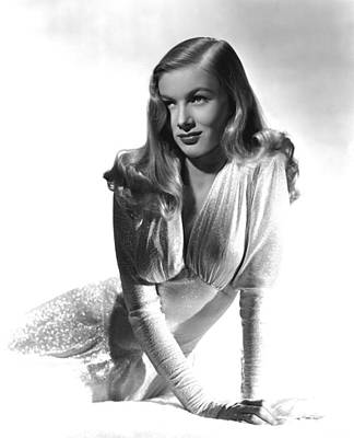 Publicity Shot Photograph - This Gun For Hire, Veronica Lake, 1942 by Everett