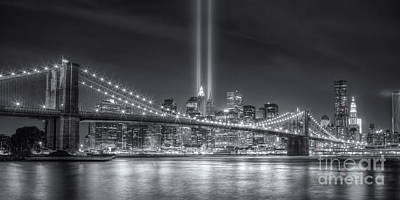 Brooklyn Bridge Photograph - Tribute In Light Vi by Clarence Holmes