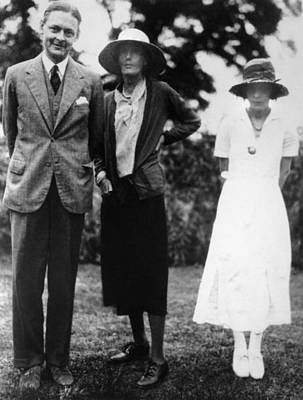 Woolf Photograph - T.s. Eliot With Virginia Woolf by Everett