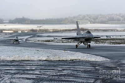 Two F-16 Fighting Falcons Taxi Art Print by Ramon Van Opdorp