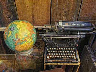 Underwood Typewriter Photograph - Underwood Typewriter by Linda Pulvermacher