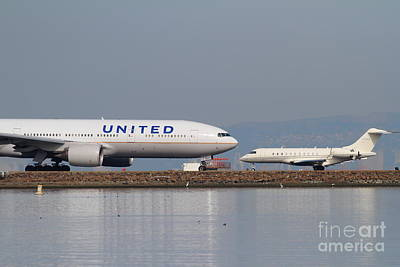 United Airlines Jet Airplane At San Francisco International Airport Sfo . 7d12081 Art Print by Wingsdomain Art and Photography