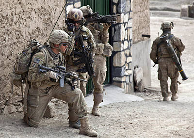 U.s. Army Battalion Pulls Security Art Print by Stocktrek Images
