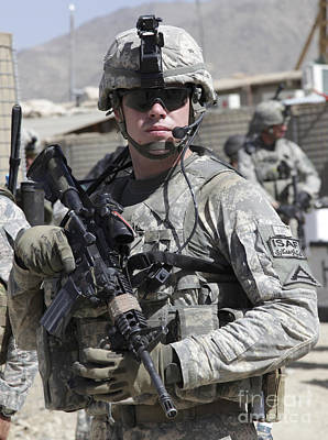 U.s. Army Soldier Conducts A Combat Art Print