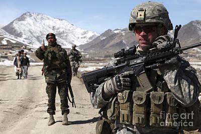 U.s. Army Soldier Conducts A Patrol Art Print