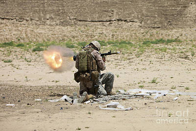 U.s. Army Soldier Fires Art Print by Terry Moore