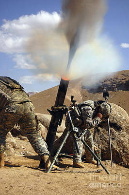 U.s. Army Soldiers Firing A 120mm Art Print by Stocktrek Images
