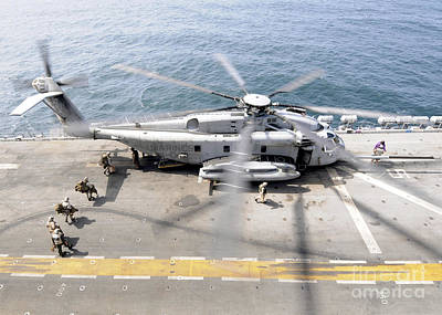 U.s. Marines Board An Mh-53e Sea Dragon Art Print