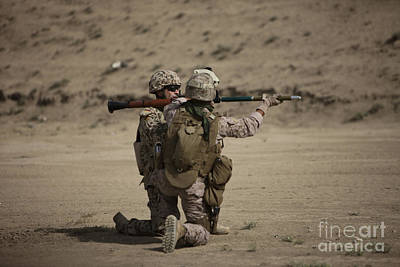 U.s. Marines Load A Fragmentation Round Art Print by Terry Moore