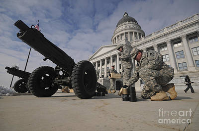 U.s. Soldiers Clean Up After Firing Art Print by Stocktrek Images