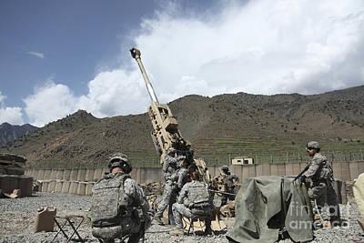 U.s. Soldiers Prepare To Fire Print by Stocktrek Images