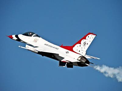 Art Print featuring the photograph Usaf Thunderbird F-16 by Nick Kloepping