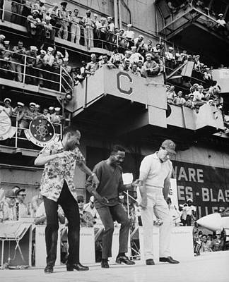 Uso Photograph - Uso Entertains Troops In Vietnam. The by Everett