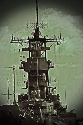 Photograph - Uss Missouri 001 by Elizabeth  Doran
