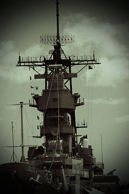 Photograph - Uss Missouri 002 by Elizabeth  Doran