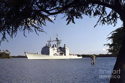 Mobile Bay Photograph - Uss Mobile Bay Transits Into Pearl by Michael Wood