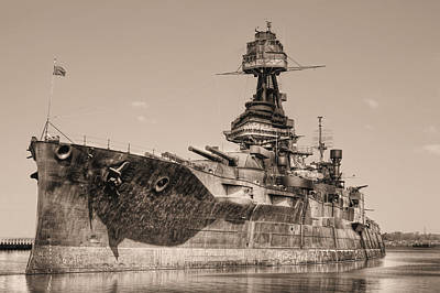 Photograph - Uss Texas Bw by JC Findley