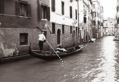 Photograph - Venice Gondolier by Andrew Fare