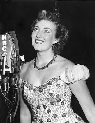 1950s Fashion Photograph - Vera Lynn, Appearing On The Radio by Everett