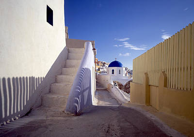 Photograph - View Of City Of Oia On Santorini by Cliff Wassmann