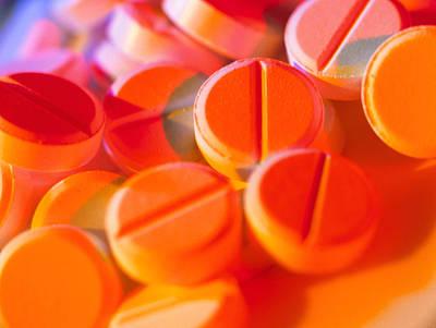 View Of Several Scored Paracetamol Tablets Art Print by Steve Horrell