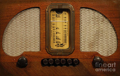 Photograph - Vintage Radio by Dennis Hedberg