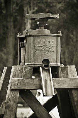 Photograph - Vintage Water Pump by Carolyn Marshall
