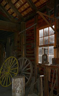 Photograph - Wagon Wheel by Jeffrey Swank