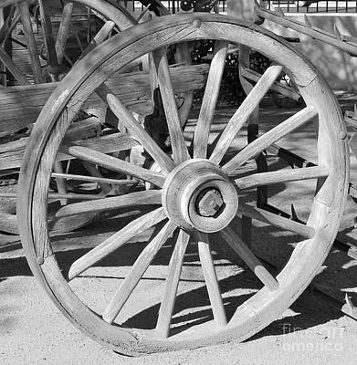 Photograph - Wagon Wheel by Pamela Walrath