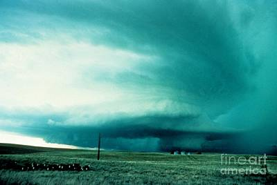 Strong America Photograph - Wall Cloud by Science Source