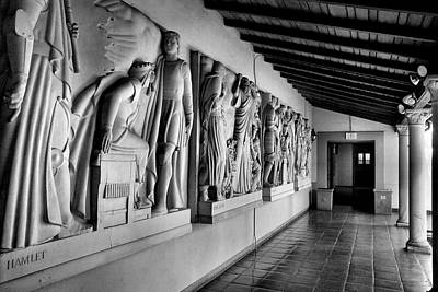 Claremont Colleges Photograph - Wall Sculpture At Scripps by Steven Ainsworth